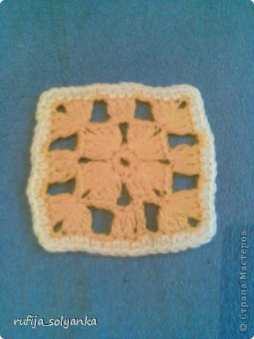 Еще в школе меня научили вязать вещи из отдельных квадратиков. А недавно связала покрывала на табуретки. И решила с вами поделиться своей работой. Мой муж любит желтый цвет и ему связала желтое покрывало. фото 4