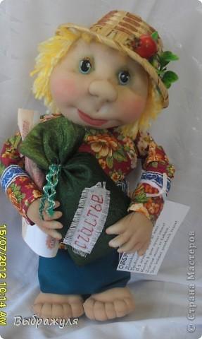 На июньской ярмарке моими работами заинтересовалась хозяйка сувенирного магазина Иркутска. Сделала предложение пошить пробную партию кукол. Вот они готовы в путь. фото 5
