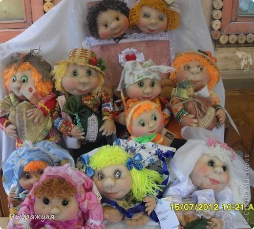 На июньской ярмарке моими работами заинтересовалась хозяйка сувенирного магазина Иркутска. Сделала предложение пошить пробную партию кукол. Вот они готовы в путь. фото 1