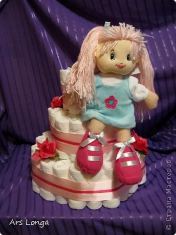 У меня уже был торт с такой куколкой http://stranamasterov.ru/node/259004, заказчице она понравилась и было высказано пожелание использовать для нового тортика такую же :) фото 1