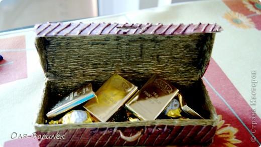 """Мой первый ананасик. Смотрела множество ананасов у мастериц, но нигде не нравилась """"капуста"""" и я решила сделать ее из конфеток, получилось давольно не плохо. Но таланта фотографа нет совсем, это моя самая худшая съемка работы(((( Пойду учиться на фотографа)))  фото 5"""