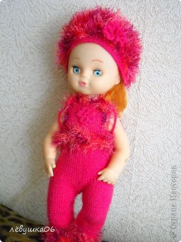 в детском саду попросили обвязать куклу... и вот что из этого получилось) зимний костюм фото 1