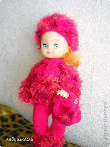 в детском саду попросили обвязать куклу... и вот что из этого получилось) зимний костюм фото 2