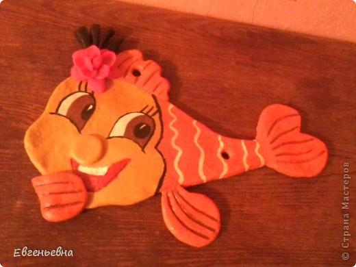 Вот она моя первая рыбешка. Хотела повесить на стену, но не удержала в руках и уранила! Теперь буду склеивать.
