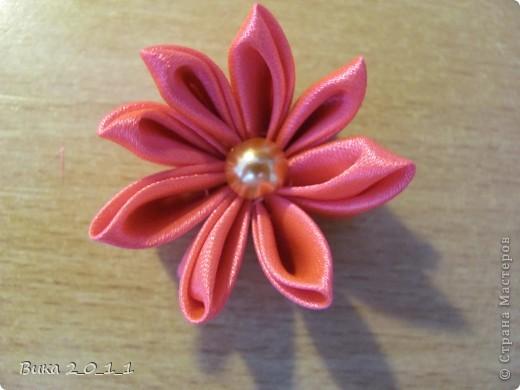 Вот такой вот мой первый цветочек, не очень удачный, но зато мой, сделанный моими руками) фото 1