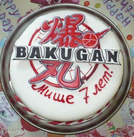 """У моего сына была просьба, что бы ему на день рождение,я сделала торт. Вот, решила ему сюрприз сделать, оформила торт с иероглифами и """"стихиями"""" из Бакуганов, от которых он балдеет с друзьями, трое из них пришли к нему на день рождение.  Это первые этапы. фото 2"""