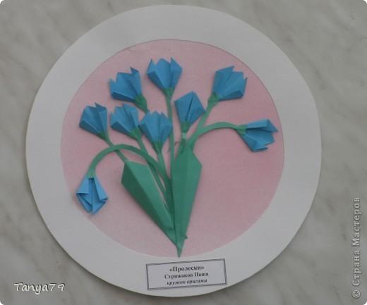 """Работы кружка оригами.  В начале мы с детьми провели творческий проект """"Весенние цветы"""", где дети  кружка рассказали легенды о цветах, прочитали о цветах стихи, загадали загадки.  Затем после проекта  оформили выставку в холле детского сада.  Это работа Эллины  Гашимовой  """"Лютики"""" фото 6"""