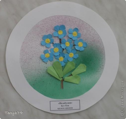 """Работы кружка оригами.  В начале мы с детьми провели творческий проект """"Весенние цветы"""", где дети  кружка рассказали легенды о цветах, прочитали о цветах стихи, загадали загадки.  Затем после проекта  оформили выставку в холле детского сада.  Это работа Эллины  Гашимовой  """"Лютики"""" фото 4"""