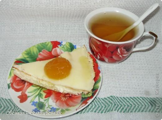 Похоже на глазунью, правда? Открою секрет. Это необыкновенно вкусная творожная запеканка с абрикосовым вареньем и зеленым чаем с жасмином. Нежность, тающая во рту...