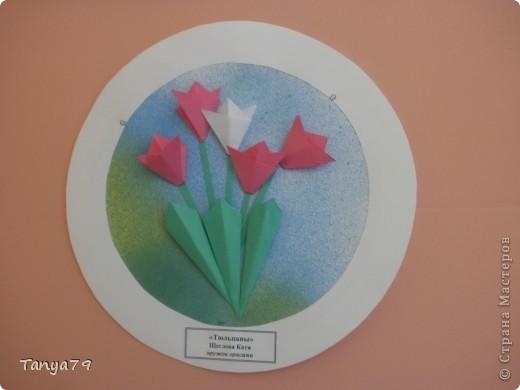 """Работы кружка оригами.  В начале мы с детьми провели творческий проект """"Весенние цветы"""", где дети  кружка рассказали легенды о цветах, прочитали о цветах стихи, загадали загадки.  Затем после проекта  оформили выставку в холле детского сада.  Это работа Эллины  Гашимовой  """"Лютики"""" фото 8"""