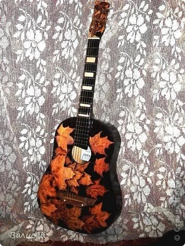 Пирография на гитаре. Та самая, что и на Аве. фото 3