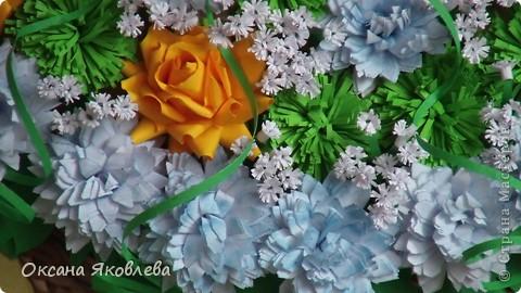 Остались у меня после последней работы белые хризантемки и зеленые,и я сделала розы по мк Астория  http://asti-n.ya.ru/replies.xml?item_no=550 фото 14
