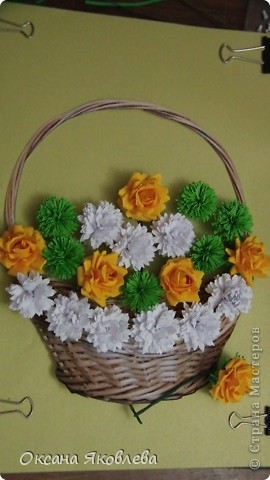 Остались у меня после последней работы белые хризантемки и зеленые,и я сделала розы по мк Астория  http://asti-n.ya.ru/replies.xml?item_no=550 фото 3