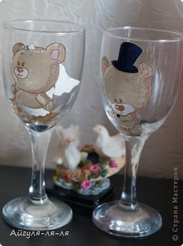 Как приятно собираться на свадьбу и готовить необычные сюрпризы для молодоженов! Решила им подарить бокалы и шампанское, в такой нежной теме мишки тедди! фото 2
