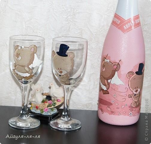 Как приятно собираться на свадьбу и готовить необычные сюрпризы для молодоженов! Решила им подарить бокалы и шампанское, в такой нежной теме мишки тедди! фото 4