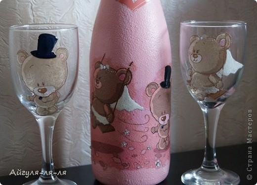 Как приятно собираться на свадьбу и готовить необычные сюрпризы для молодоженов! Решила им подарить бокалы и шампанское, в такой нежной теме мишки тедди! фото 1