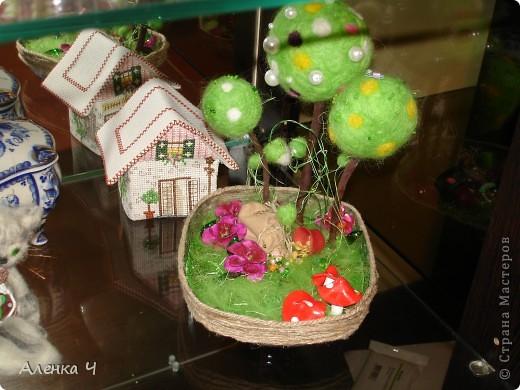 Купила цветную шерсть и на пробу сваляла шарик,а потом решила, что это будет топиарий-миниатюра :-))) фото 1