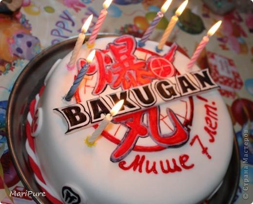 """У моего сына была просьба, что бы ему на день рождение,я сделала торт. Вот, решила ему сюрприз сделать, оформила торт с иероглифами и """"стихиями"""" из Бакуганов, от которых он балдеет с друзьями, трое из них пришли к нему на день рождение.  Это первые этапы. фото 3"""