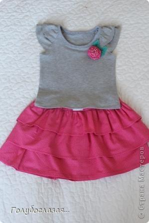 Как же мне нравится шить одежду для своей доченьки! Обожаю все эти девочковые штучки- цветочки, оборки, розовый цвет. А летом,  как никогда, можно воплотить многие свои идеи при пошиве  нарядов для Варвары. Жаль, что времени на всё задуманное катастрофически не хватает. фото 2