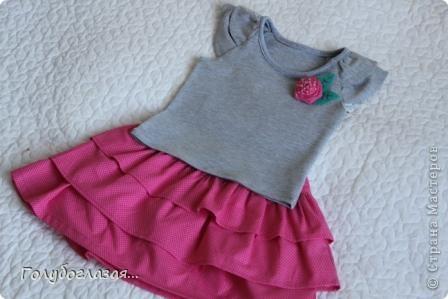 Как же мне нравится шить одежду для своей доченьки! Обожаю все эти девочковые штучки- цветочки, оборки, розовый цвет. А летом,  как никогда, можно воплотить многие свои идеи при пошиве  нарядов для Варвары. Жаль, что времени на всё задуманное катастрофически не хватает. фото 1