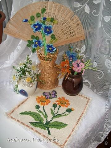 Поделка изделие Бисероплетение мои первые цветы из бисера Бисер.