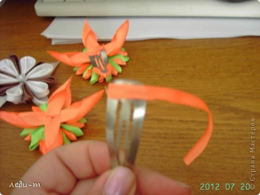 Делая зажимы я столкнулась с такой проблемой: приклеивая зажим к цветку горячим пистолетом (на клей не знаю), через некоторое время он отваливался, пришлось импровизировать. фото 3