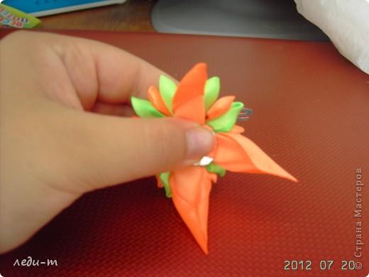 Делая зажимы я столкнулась с такой проблемой: приклеивая зажим к цветку горячим пистолетом (на клей не знаю), через некоторое время он отваливался, пришлось импровизировать. фото 6