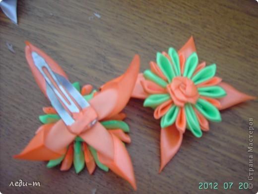 Делая зажимы я столкнулась с такой проблемой: приклеивая зажим к цветку горячим пистолетом (на клей не знаю), через некоторое время он отваливался, пришлось импровизировать. фото 7