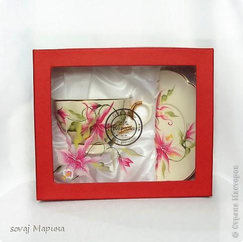 Чайная пара в подарочной коробке. Коробка  расписана  так же как посуда. фото 2