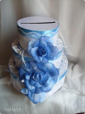 Заказали сделать БОЛЬШОЙ свадебный набор, свадьба будет в синих тонах, честно синий мне сначало показался не очень привлекательным цветом, но когда начала создавать работы просто влюбилась в этот цвет, он такой нежный , воздушный, небесный))))  Вот такая казна для денег получилась)) фото 2