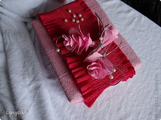 Подарок на свадьбу куплен, в обычной коробочке. а так хочется чтобы глядя на него глаза загорелись у молодоженов с интересом- а что же там внутри? налюбовавшись на работы в стиле свит-дизайн, решила оформить упаковочку именно так. фото 12