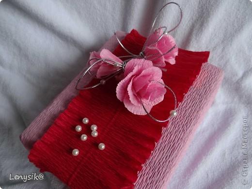 Подарок на свадьбу куплен, в обычной коробочке. а так хочется чтобы глядя на него глаза загорелись у молодоженов с интересом- а что же там внутри? налюбовавшись на работы в стиле свит-дизайн, решила оформить упаковочку именно так. фото 3