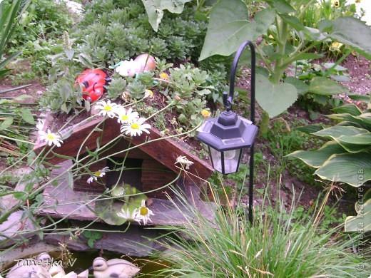 Вот такая добрая Баба Яга по имени Марфа приветствует Вас в нашем саду! В создании этой прекрасной барышни лично я, к сожалению, не участвовала :) Сделала ее моя мама, а моя бабушка была замечена в создании аксессуаров для Марфуши :)  фото 7