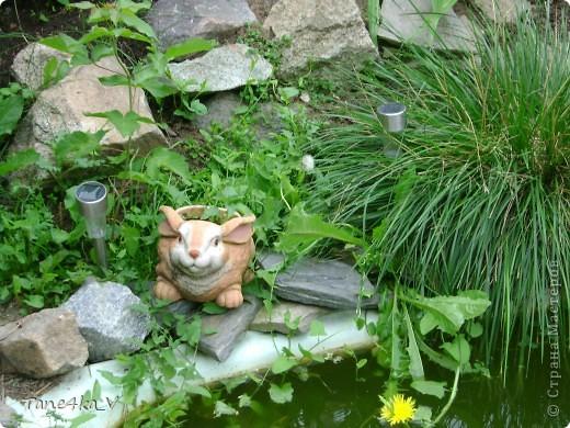 Вот такая добрая Баба Яга по имени Марфа приветствует Вас в нашем саду! В создании этой прекрасной барышни лично я, к сожалению, не участвовала :) Сделала ее моя мама, а моя бабушка была замечена в создании аксессуаров для Марфуши :)  фото 9