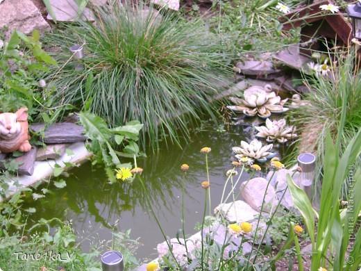 Вот такая добрая Баба Яга по имени Марфа приветствует Вас в нашем саду! В создании этой прекрасной барышни лично я, к сожалению, не участвовала :) Сделала ее моя мама, а моя бабушка была замечена в создании аксессуаров для Марфуши :)  фото 8