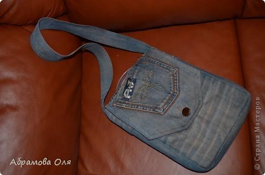 Думали из чего сделать сумку для хранения.  И пришла идея. использовать старые джинсы.