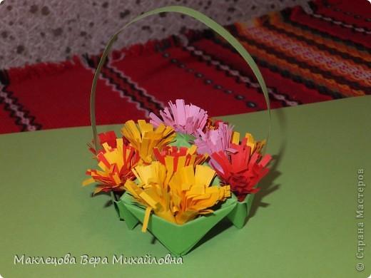 Цветок с лепестками - сердечками - прекрасное украшение для самодеятельной поздравительной открытки, которую дарят очень близкому человеку фото 5