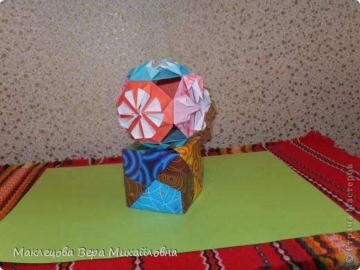Цветок с лепестками - сердечками - прекрасное украшение для самодеятельной поздравительной открытки, которую дарят очень близкому человеку фото 8