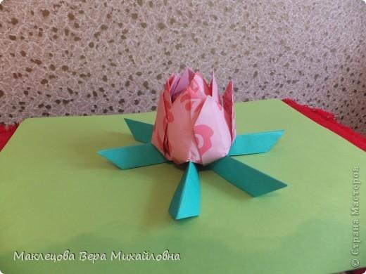 Цветок с лепестками - сердечками - прекрасное украшение для самодеятельной поздравительной открытки, которую дарят очень близкому человеку фото 9