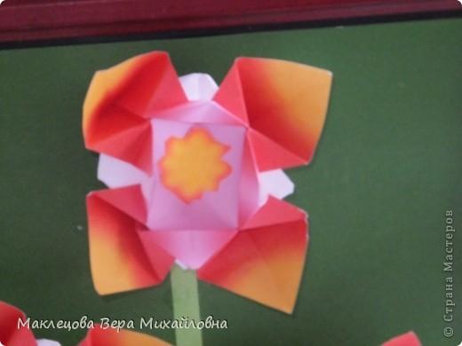 Цветок с лепестками - сердечками - прекрасное украшение для самодеятельной поздравительной открытки, которую дарят очень близкому человеку фото 12