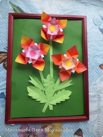 Цветок с лепестками - сердечками - прекрасное украшение для самодеятельной поздравительной открытки, которую дарят очень близкому человеку фото 14