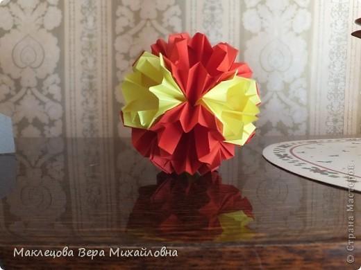 Цветок с лепестками - сердечками - прекрасное украшение для самодеятельной поздравительной открытки, которую дарят очень близкому человеку фото 25