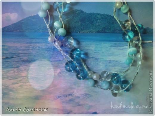 Морская тема снова в тренде) Поэтому нежно-голубые бусы будут как раз кстати и на море, и на прогулке фото 2