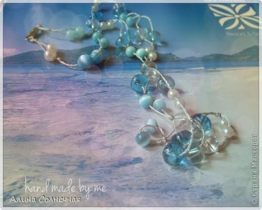 Морская тема снова в тренде) Поэтому нежно-голубые бусы будут как раз кстати и на море, и на прогулке фото 4