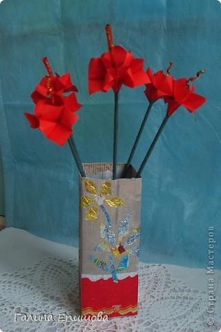 Вот такие красивые фантазийные цветы может сделать любой начинающий. Цветок простой до безумия и собирается за 3 мин из квадратного листочка бумаги. А в результате такие фантазийные цветы можно использовать для украшения интерьера, а можно преподнести букетик в подарок. фото 11