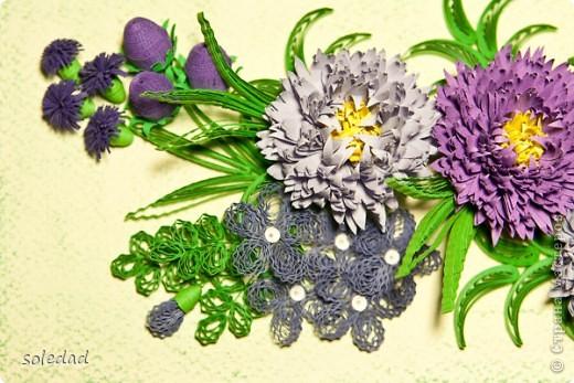 """Обожаю сине-сиренево-фиолетово-голубую гамму. Хочу поделиться с вами очередным своим """"рукоприкладством"""". Цветы вроде бы как астры и хризантема. С мелкими затрудняюсь... они скорее фантазийные, впрочем, как и листья. Отсюда и название))) фото 3"""