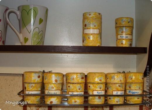 Вот такие полочки у меня появились на кухне, ну и конечно же сразу обставила всякими полезными и не очень штучками :) фото 9