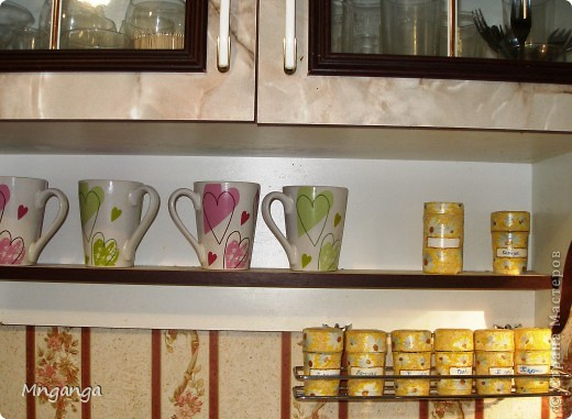 Вот такие полочки у меня появились на кухне, ну и конечно же сразу обставила всякими полезными и не очень штучками :) фото 10