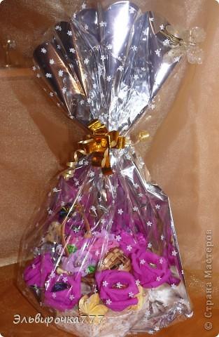У друзей родилась доченька, решила сделать для них необычный подарок! Конфетный букет с колясочкой - первым транспортным средством для малышки. фото 2