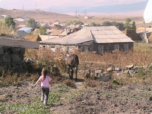 Пересматривая фотографии, наткнулась на фото сделанные в Армении, когда муж там служил!!! Захотелось с Вами поделиться этой красотой!!! С детства мечтала побывать на озере Севан!!!  фото 59